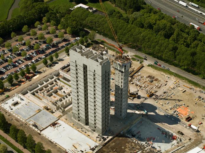 De vier liftschachten van het toekomstige RIVM-gebouw zijn na bijna zestig dagen werken op hoogte.