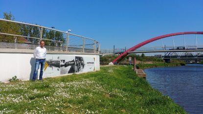 Nieuw 'erfgoedbord' vertelt verhaal schiptrekkers op gelijknamige brug