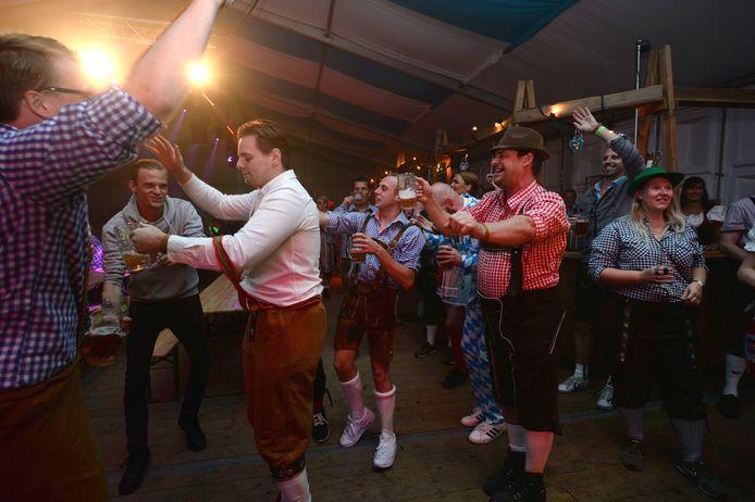 De beentjes mogen van de vloer bij de feestmuziek van Spitze op Fest Eins