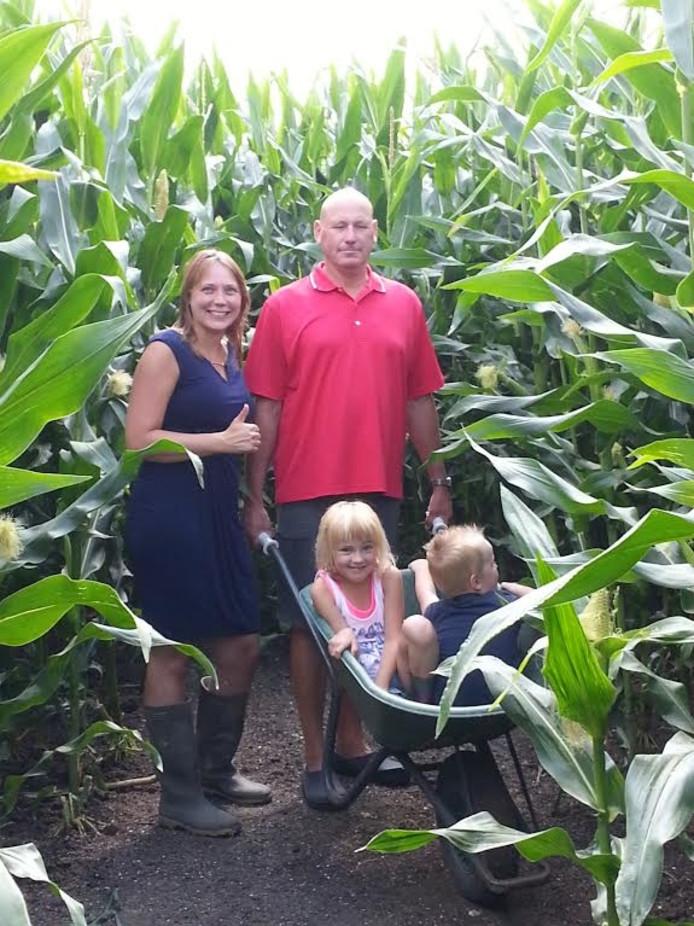 Het maïs in het maïsdoolhof bij Schokland staat hoog en dat ervoer onder meer de familie Van Middendorp uit Voorthuizen.