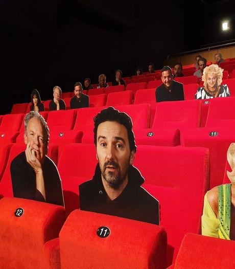Bezoekers De Lievekamp zitten vanaf nu naast (kartonnen) BN'ers: 'Beter dan lege stoelen'