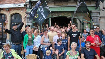 Supporters Jasper Stuyven ontvangen wielerheld op Oude Markt