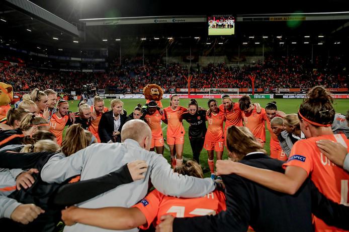 De Nederlandse ploeg viert het feestje.
