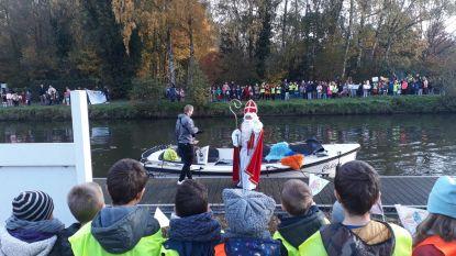 FOTO Drukke dag voor de Sint: met de boot op bezoek in Erembodegem