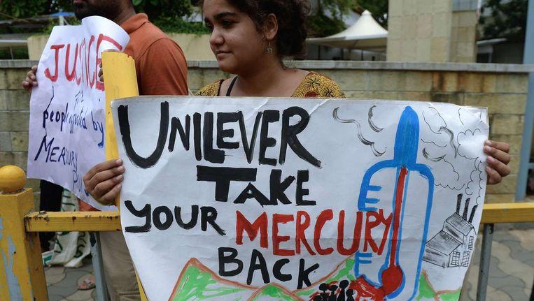 Een Indiase activiste protesteert tegen de verontreiniging van Unilever in Kodaikanal. Beeld afp