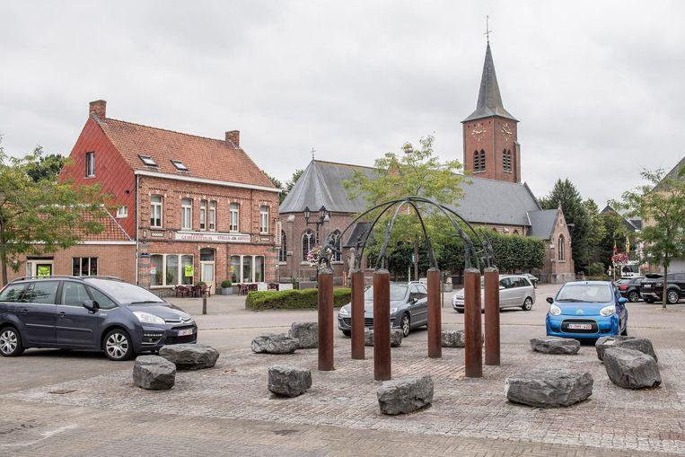 Het dorpsplein van Kachtem. Wat moet er volgens de lokale partijen met de dorpskernen rond Izegem gebeuren?
