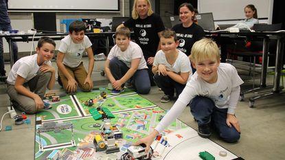 Vijf jongeren wagen kans op First Lego League