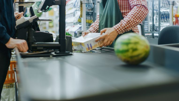 Tekort aan personeel in supermarkten.