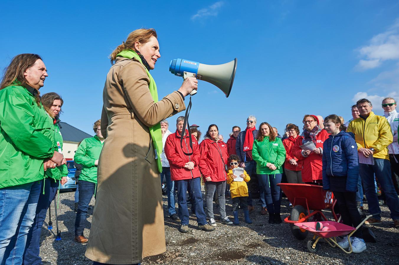 Roijackers bij een manifestatie tegen de mestfabriek in Oss.