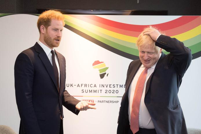 Prins Harry met de Britse premier Boris Johnson vandaag bij een van zijn laatste officiële plichtplegingen: de 'UK-Africa Investment Summit' in Londen.