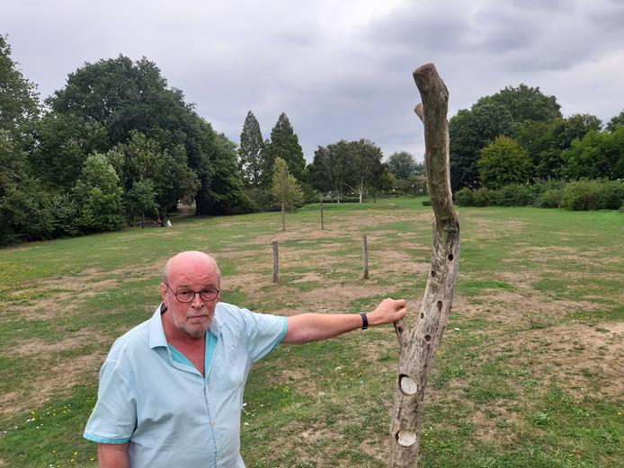 Henk van Haeften op de plek in park Wijchen-Noord waar de kinderboerderij moet komen.