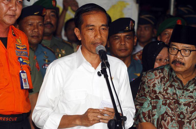 President Joko Widodo van Indonesië na een ontmoeting met de nabestaanden van de slachtoffers van de ramp. Beeld ap