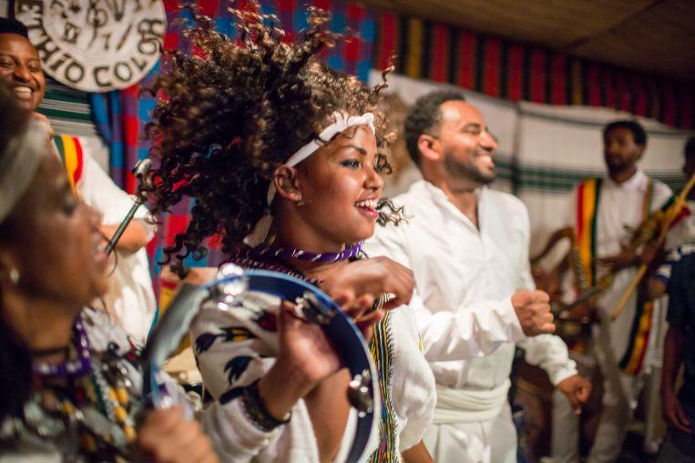 De band Ethiocolor wisselt een stammendans af met moderne muziekstijlen en Ethiopische hits uit de jaren zeventig Beeld Yvonne Brandwijk