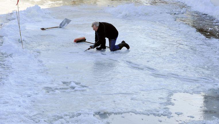 Inspectie van het ijs bij Hindeloopen. Beeld ANP XTRA