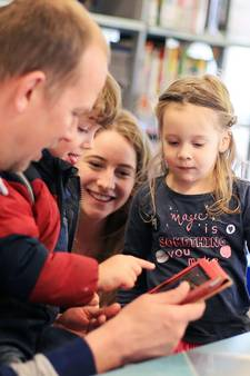 Swipende peuters vinden baby-tv cool