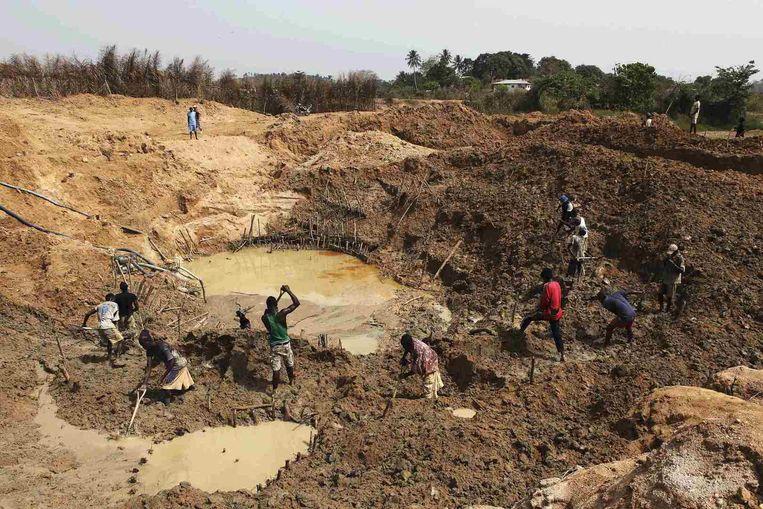 Een diamantmijn in Sierra Leone.