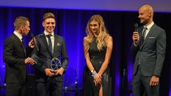VIDEO. Remco Evenepoel wint alles en dus ook de Kristallen Fiets voor Beste Jongere van het Jaar