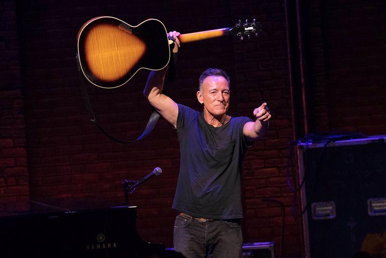 Bruce Springsteen in het Walter Kerr Theatre in New York.  Beeld Getty Images