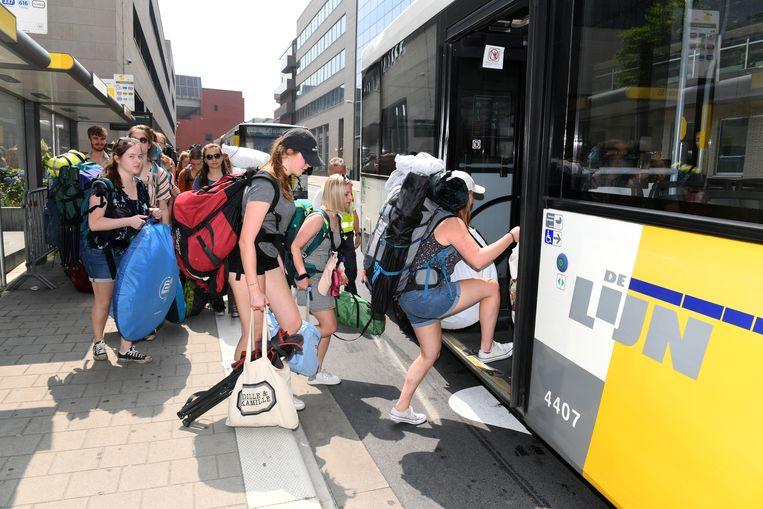 De eerste pendelbussen vertrokken vanmiddag richting Rock Werchter