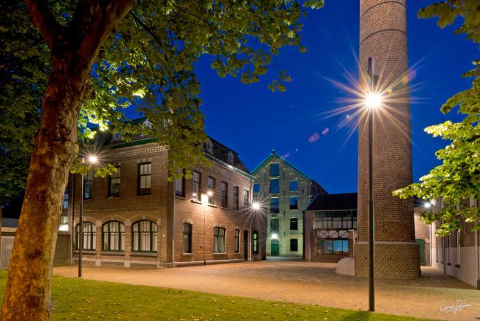 TextielMuseum in de schemering.