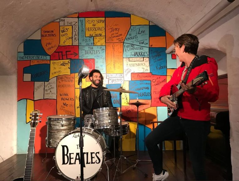 Mo Salah in de vermaarde Cavern Club waar de Beatles driehonderd keer speelden.