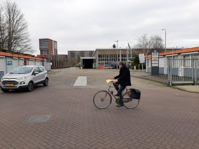 De busremise aan de Fatimastraat wordt naar verwachting medio dit jaar verplaatst om ruimte te maken voor de nieuwe stadswijk Fabriekskwartier. Op de achtergrond: de Havenmeester.