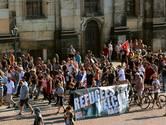 Duitsers in welkomstmars voor vluchtelingen