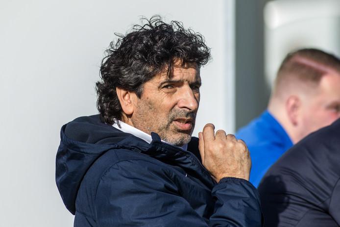 Simon Ouaali is de opvolger van Richard Plug als trainer van DVS'33.