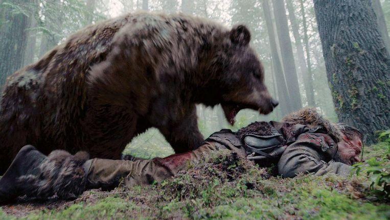 De onvergetelijk levensecht ogende, snuivende en happende grizzly worstelde zes intense en ononderbroken filmminuten met Leonardo DiCaprio's pelsjager in The Revenant. Beeld