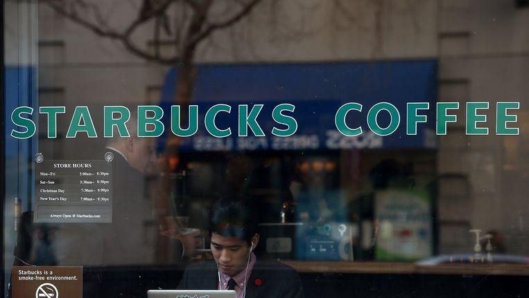 Een Starbucks-shop Beeld anp
