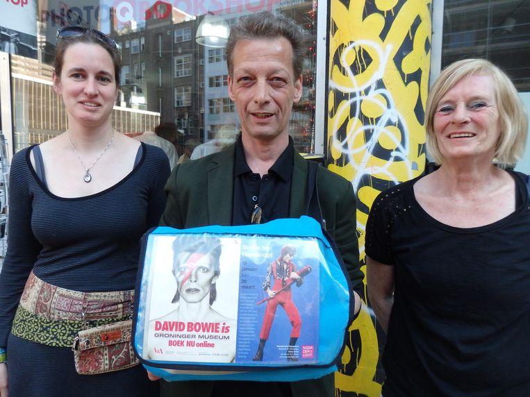 Marlies Hofmans, de vriendin van Kwant ('Nee hoor, er valt mee te leven.'), Peter Zantman ('Ik geef geen duizenden euro aan Bowie uit, want die heb ik niet.') en Eveline Heerens ('Ik wel.') (vlnr) Beeld Schuim