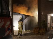 Garagebrand in Deventer: geen asbest vrijgekomen