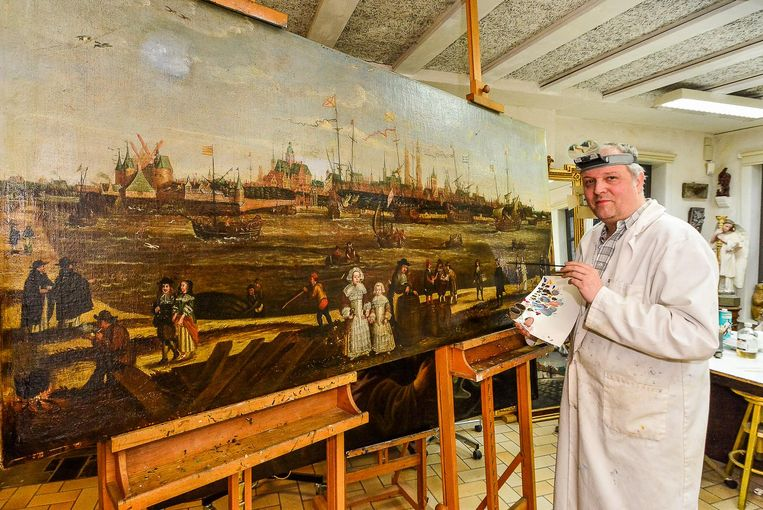 Frederik Knockaert restaureert het schilderij 'The city of Bruges in the golden century.