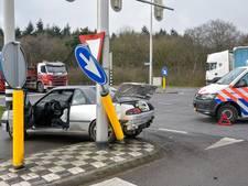 Ravage na botsing truck en auto in Gilze: weghelft richting Tilburg dicht