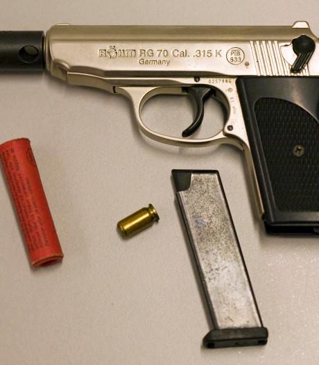 Minderjarige jongen uit Rijssen neemt vuurwerkpistool mee naar school
