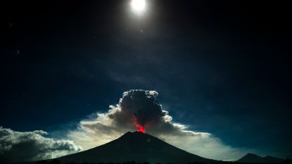 Vulkaan op Bali barst opnieuw uit, maar vormt voorlopig geen bedreiging voor luchtverkeer