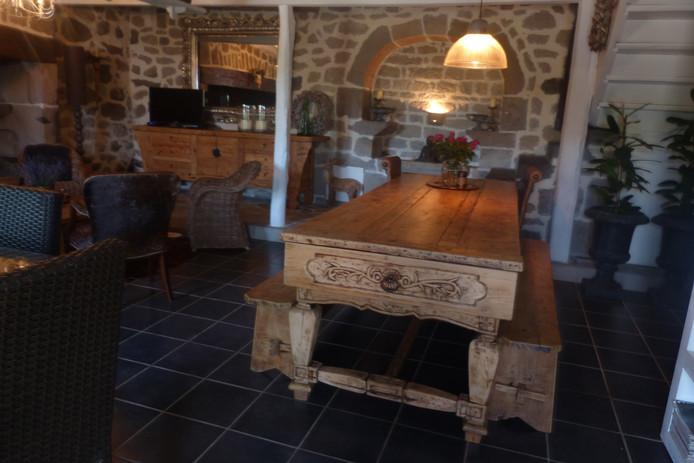 De leef- en eetkamer voor de gasten.