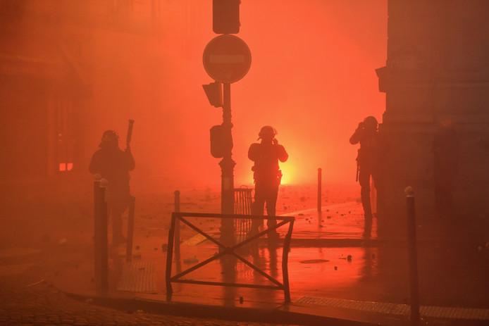 In sommige Parijse straten is het chaos.