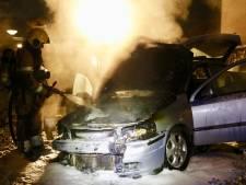 Auto gaat in vlammen op in Sint Anthonis, onderzoek naar brandstichting