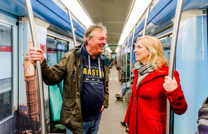 Raoul Trentelman en Lilian Marijnissen van de SP in de Rotterdamse metro. FOTO MARCO DE SWART