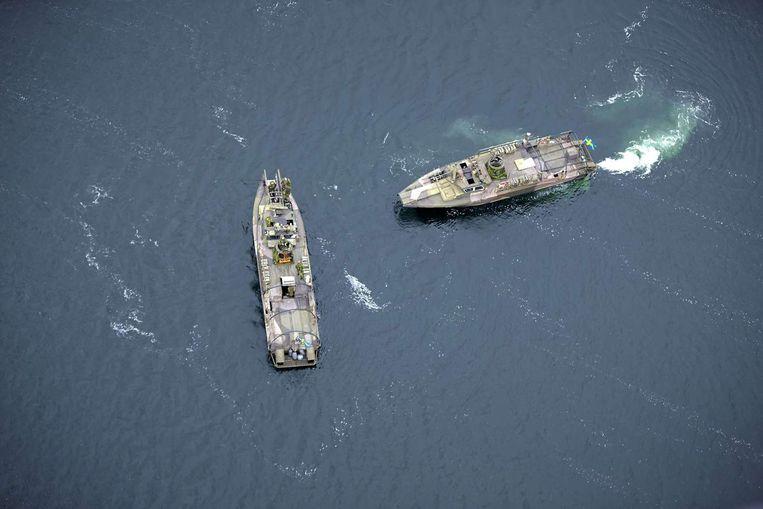 Schepen van de Zweedse marine zoeken voor de kust naar bewijzen voor de buitenlandse onderwateroperatie. Beeld afp