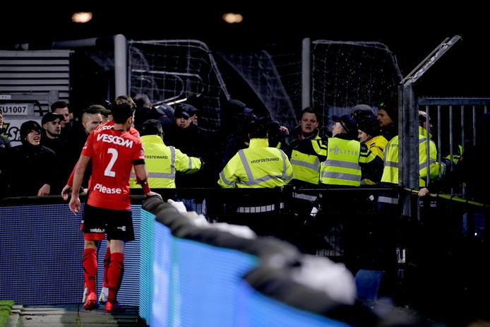 Tijdens de derby was het onrustig omdat supporters van FC Eindhoven en Helmond Sport de confrontatie zochten.