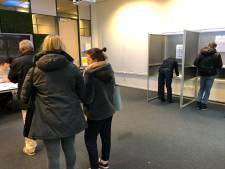Stembureau hogeschool Avans in Breda: studenten lopen niet echt warm