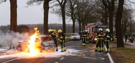 Auto in brand op Schijndelseweg in Sint-Oedenrode