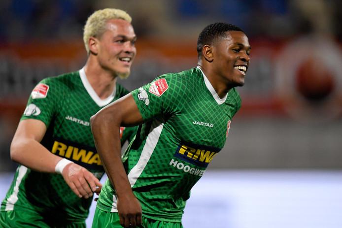 Vreugde bij doelpuntenmakers Joel Zwarts en Jeremy Cijntje van FC Dordrecht.