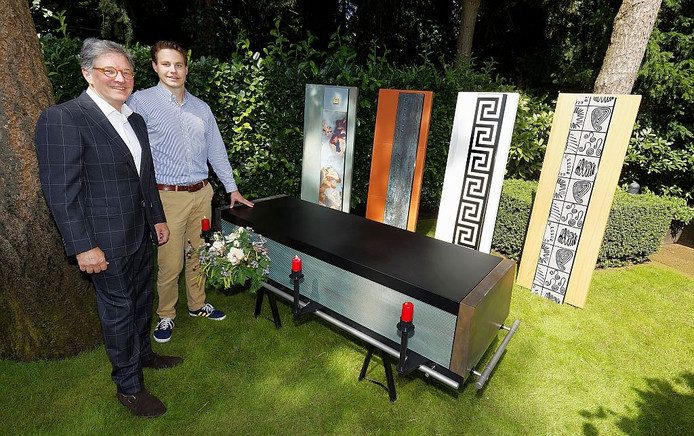 Het idee van Maarten Hoyng bestaat uit twee kisten. Een buitenkist wordt als mantel over een binnenkist geplaatst.
