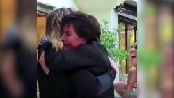Zo reageerde de familie Kardashian op de zwangerschapsaankondiging van Khloe