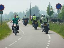 Nu nog vrij spel voor de motorrijder op de Lekdijk bij Lopik