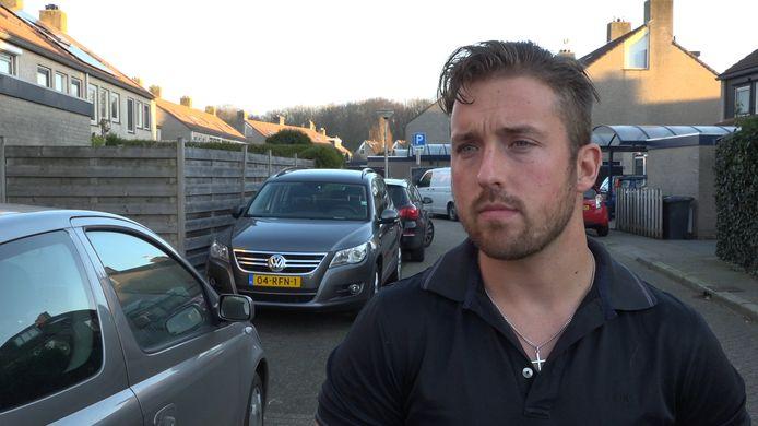 Christenen bidden voor Bob Kooistra van café Bruut in Zwolle, nadat zijn ouderlijke woning met handgranaten is aangevallen.