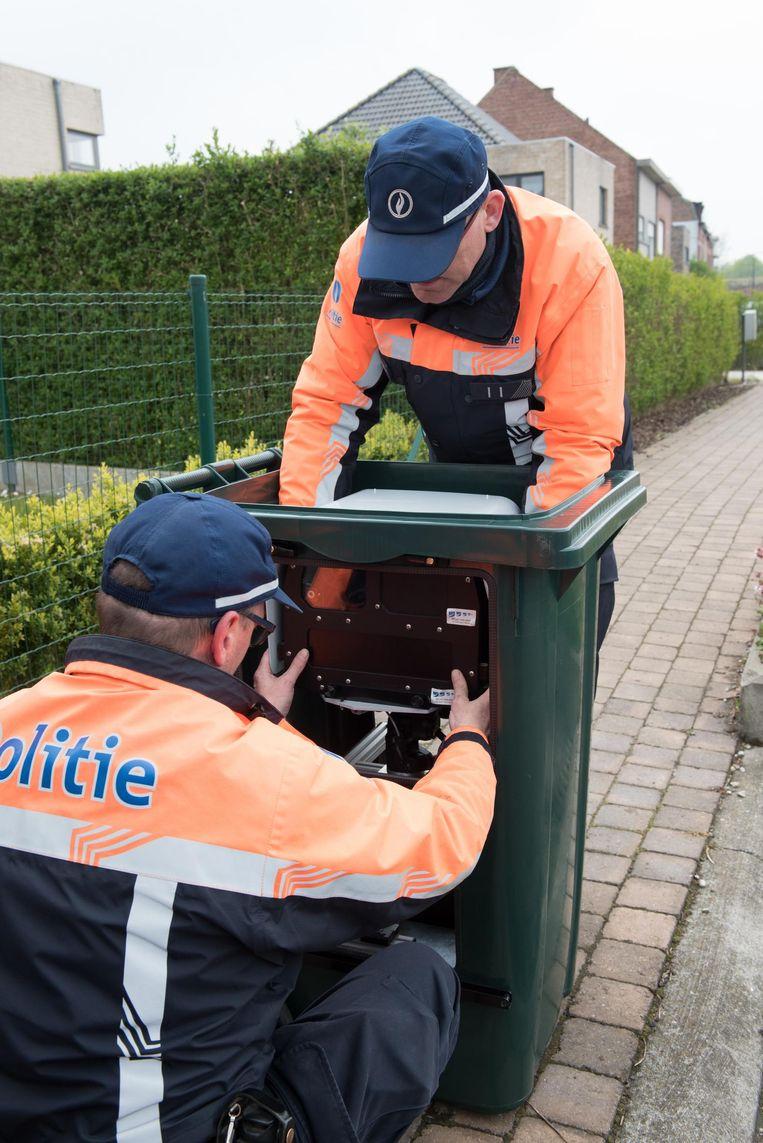 De politie van Ronse heeft een afvalcontainer omgebouwd tot flitskast.